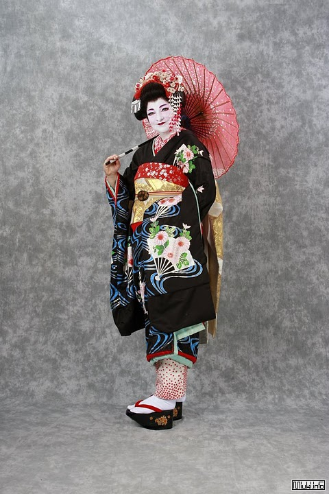http://miuki.info/wp-content/gallery/people-in-kimono/7y.jpg