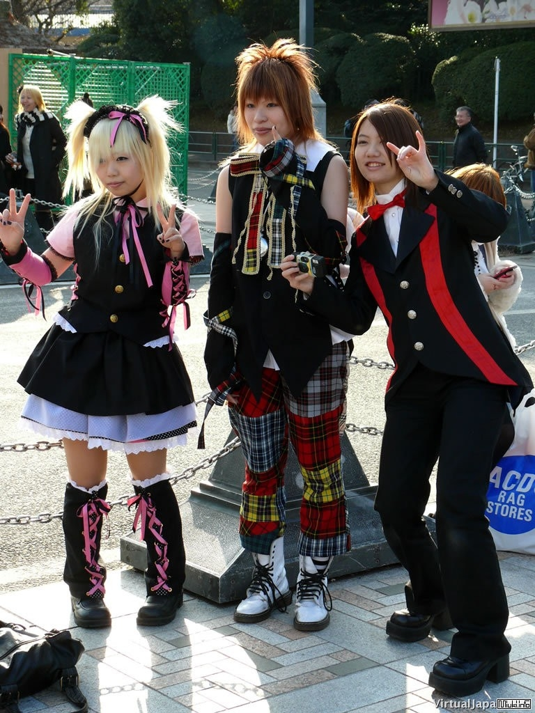 http://miuki.info/wp-content/gallery/people/034_harajuku_fashion.jpg
