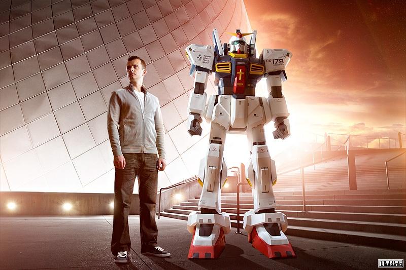 Двухметровая скульптура Gundam робота из бумаги