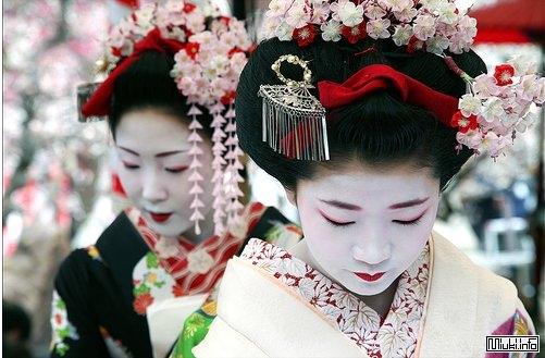 Канзаши - длинные шпильки, украшения, заколки в традиционной японской прическе майко и гейши