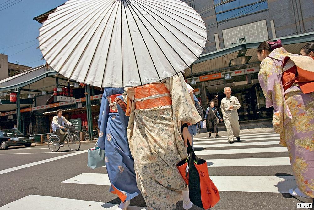 Диктор-переводчик из Киото - Ясумото Хироёси
