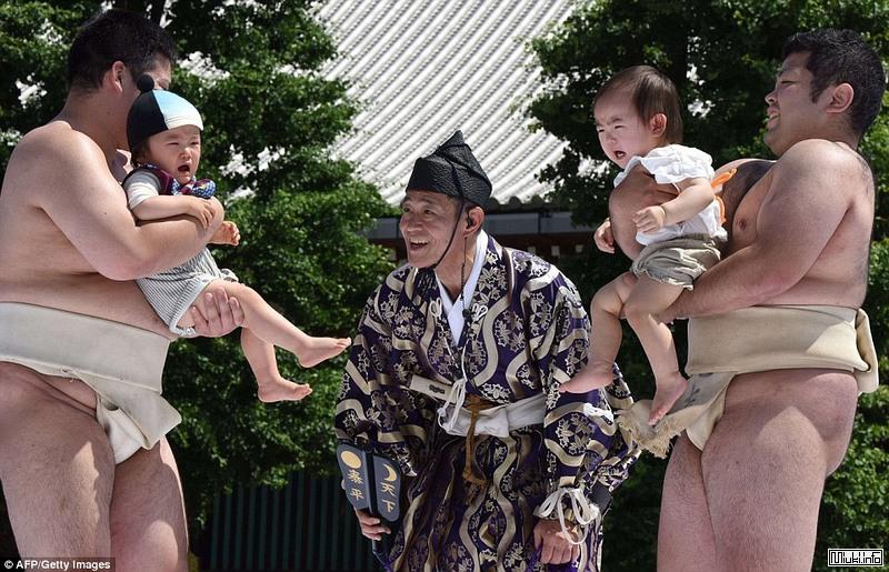 Японский фестиваль детского плача