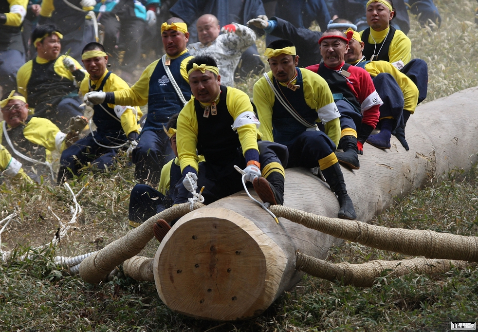Фестиваль Онбасира в Японии