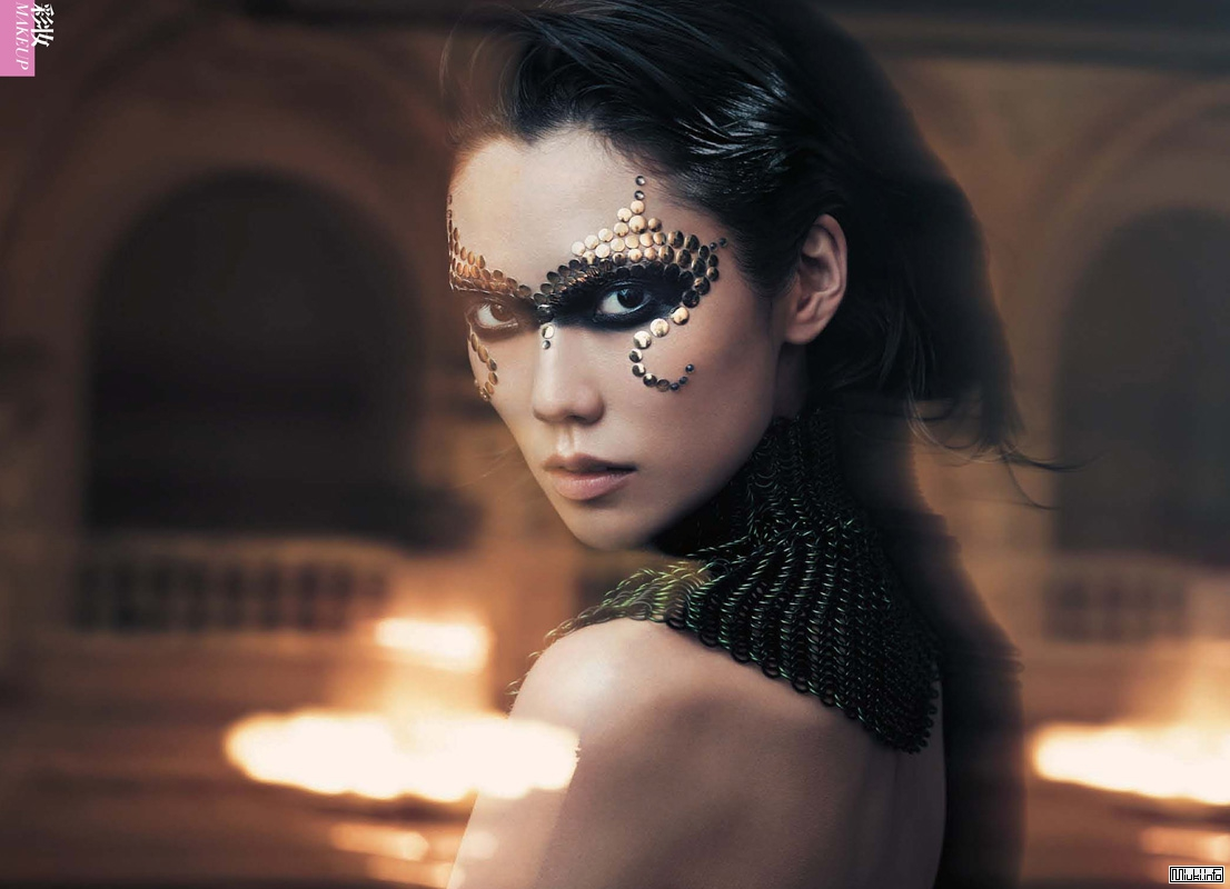 Японская модель Тао Окамото в журнале Vogue China