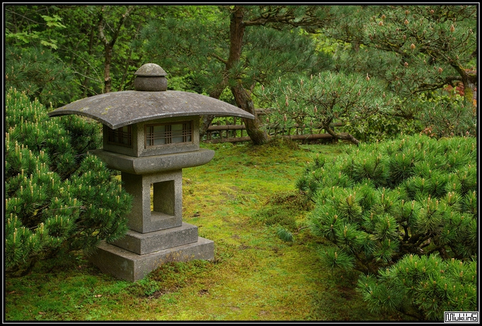 Японские каменные фонарики