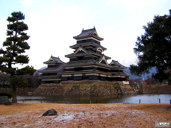 Главная башня замка Matsumoto-jo / Фото из Японии
